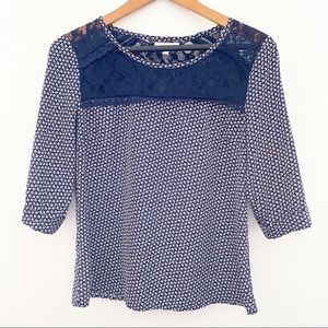 SKIES ARE BLUE Lace knit blouse